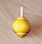 Toupie en buis Planète couleur jaune