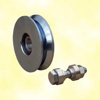 Roulette acier Ø140mm à gorge en V pour portails coulissants
