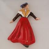 Arlésienne robe rouge châle blanc et jaune