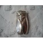 Broche Cigale lisse argentée 3,5x1,5 cm