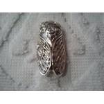 Broche Cigale striée argentée 3,5x1,5 cm