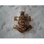 Broche Croix de camargue dorée 4x3 cm
